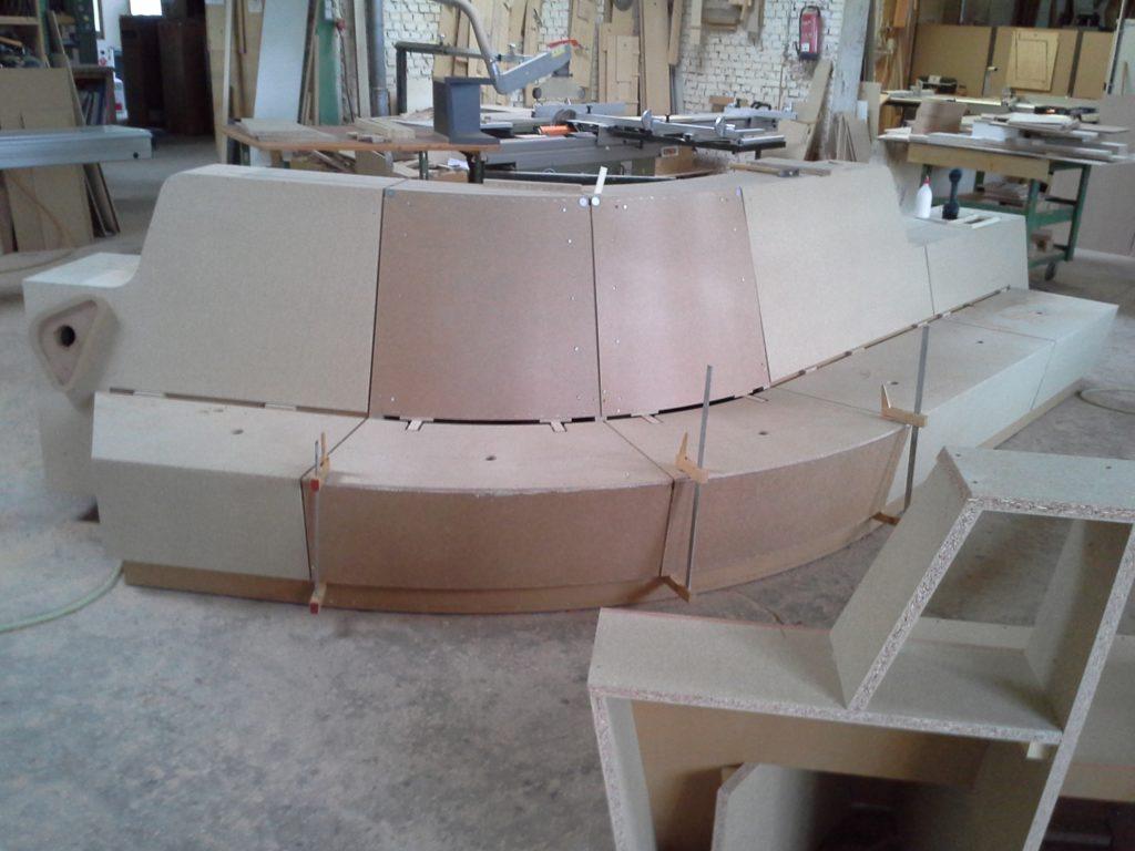 Sitzbank für Minto in der Fertigung