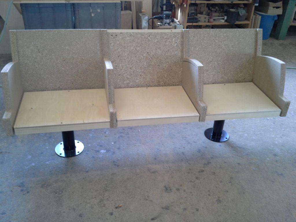 Einzelne Sitzbank in der Fertigung für das Crematorium Westerveld